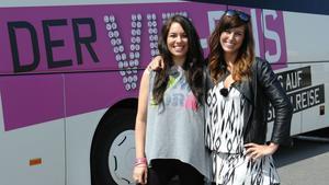 Ramona Stöckli und Sarah Gehring beim VIP Bus